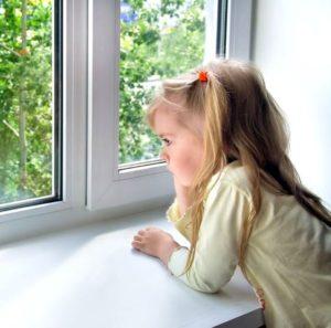 Пластиковые окна с детским замком